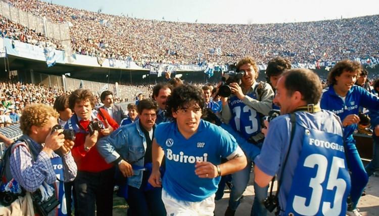 Maradona Nápolyban nyert bebocsátást az istenek közé. Majd a pokolba is...