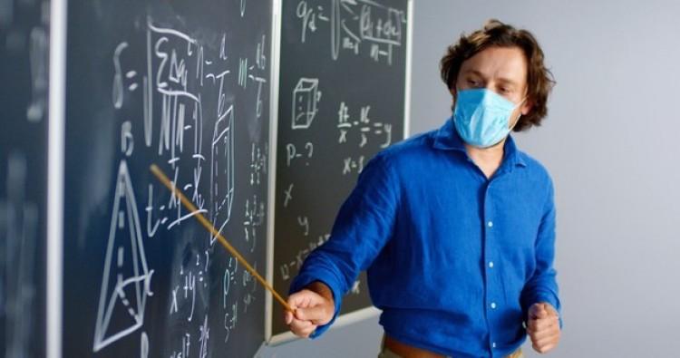 Indul a tanárok, egészségügyi dolgozók tesztelése
