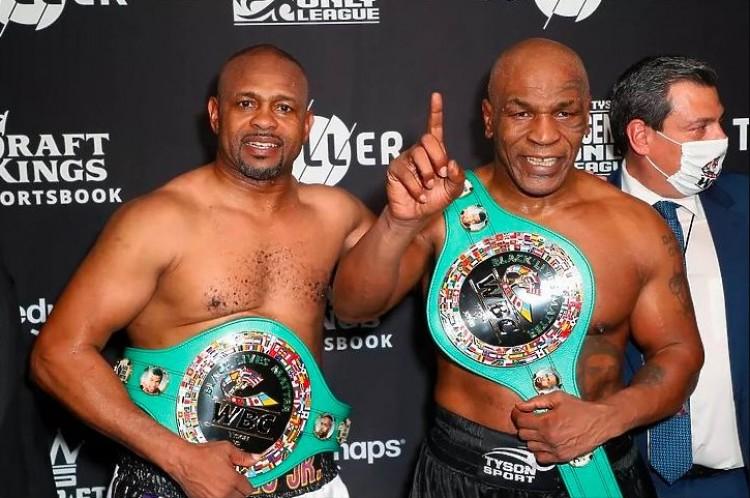 Büntetés volt a Mike Tyson-Roy Jones Jr. bokszmeccs