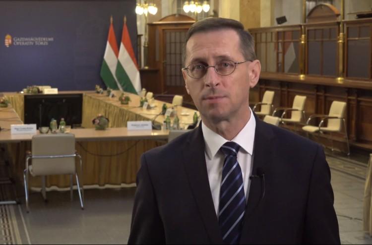 Újabb gazdaságvédelmi intézkedéseket jelentett be Varga Mihály