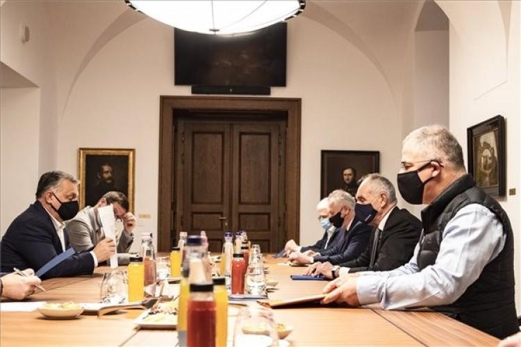 Kósa és Papp Orbánnal tárgyalt