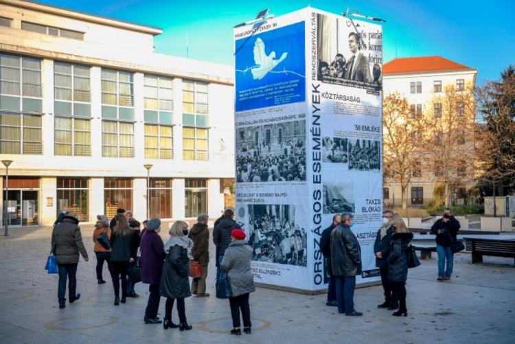 A rendszerváltás egy hiperkockán - ezt látni kell Debrecenben!
