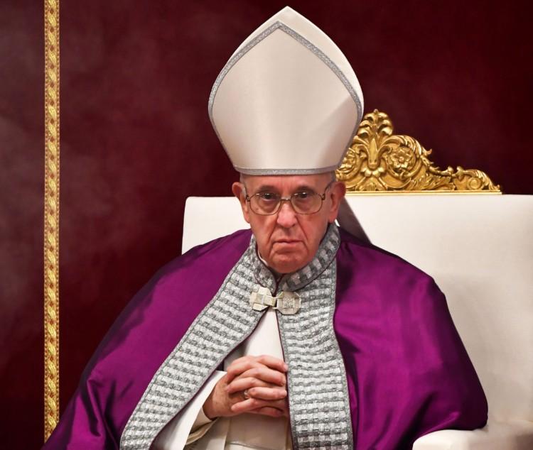 Nincs jól a pápa
