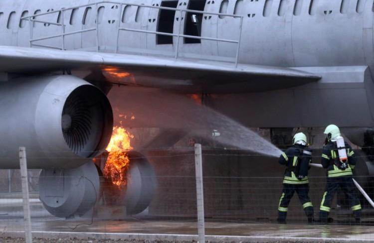 Égő repülőhöz riasztották a debreceni tűzoltókat. Ez komoly próbatétel volt!