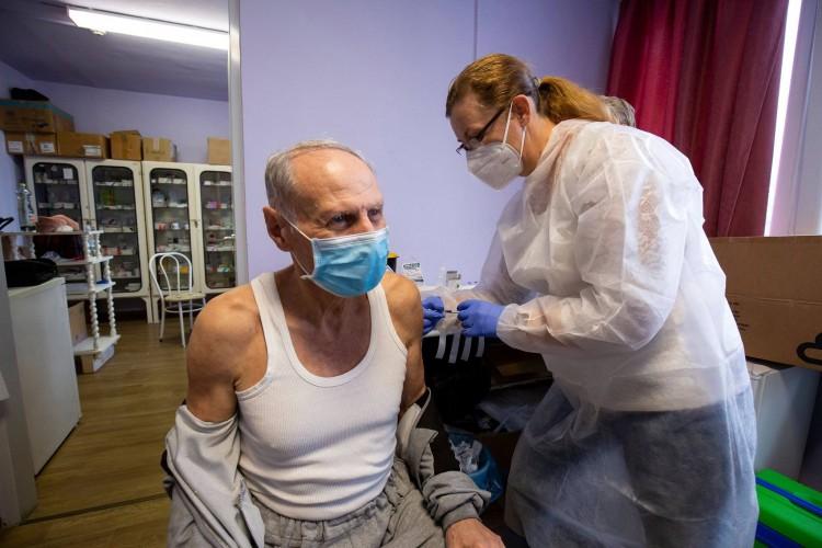 Riasztónak nevezte a kínai vakcinát a magyar nyugdíjas szervezet