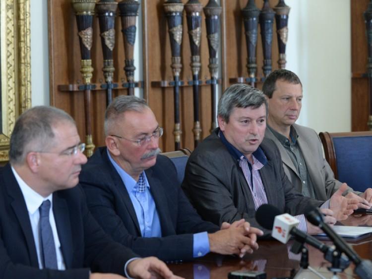 Momentum: a Fidesz átjátssza a Debreceni Egyetemet a holdudvarának