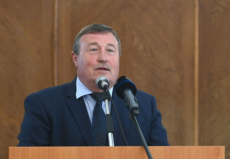 Vizsgálják, miért oltották be soron kívül a gyöngyösi polgármestert