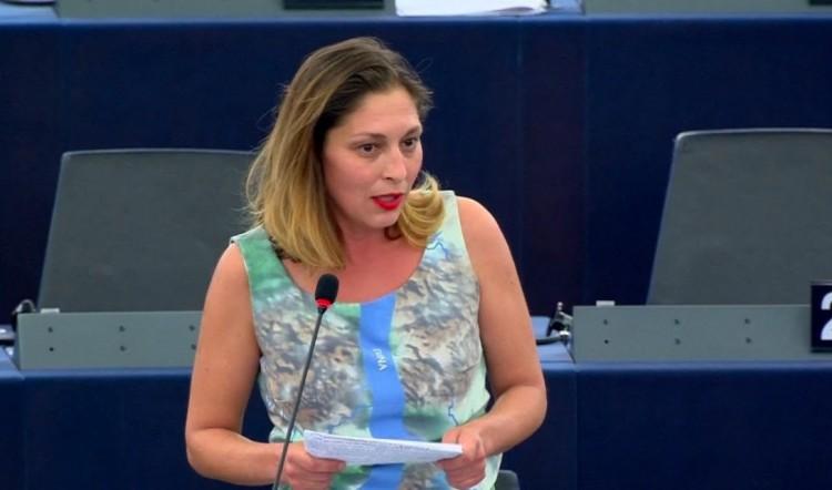 Járóka Lívia fideszes EP-képviselőnek gyorshajtás miatt kell felelnie