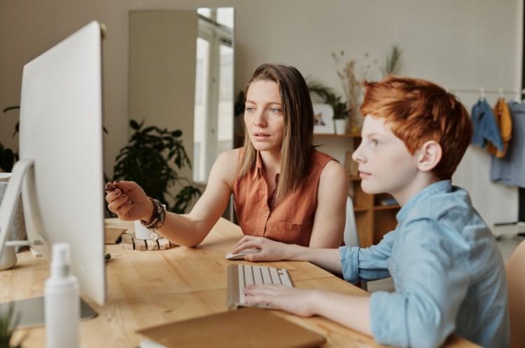 Miniszter: erősen életkortól függ az online oktatás hatékonysága