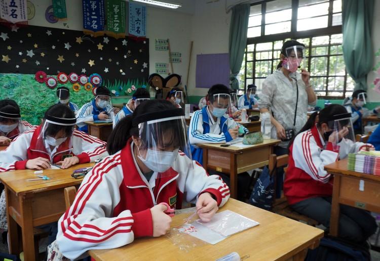 Pekingben iskolazár; újra felütötte fejét a vírus