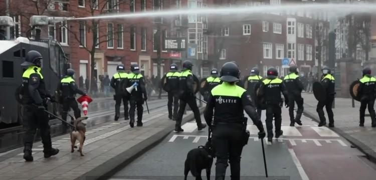 Durva zavargások Hollandiában a kijárási tilalom miatt