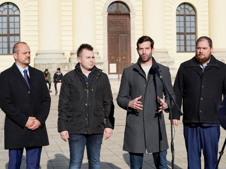 Momentum: beszűkült fideszes elit vezeti Debrecent