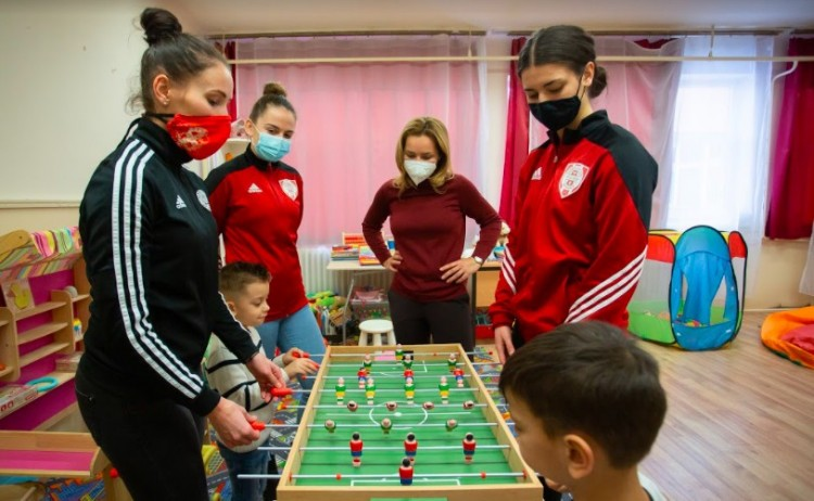 Roma gyerekek javára jótékonykodott a DVSC