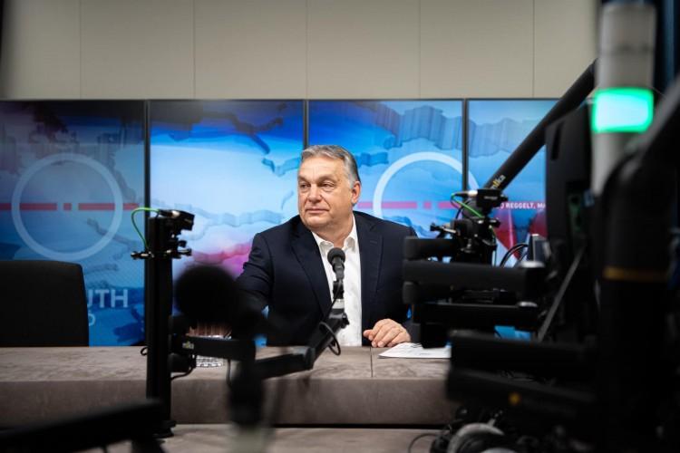 Orbán: március 15-ig beoltanak minden 60 év feletti embert, aki regisztrált