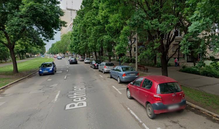 Autónak rohant egy gyerek Debrecenben