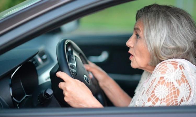Hatvanas nő gondolta, jogosítvány nélkül is tud vezetni...
