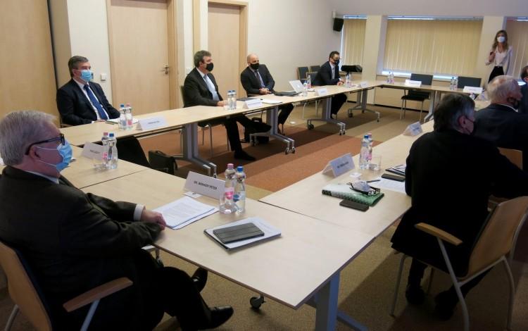 Az új zóna miatt találkoztak vezetők Debrecenben