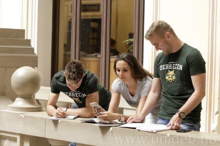 Még lehet jelentkezni a Debreceni Egyetem képzéseire