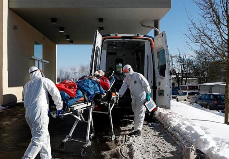 Van cseh kórház, ahol a folyosón fekszenek a koronavírusosok
