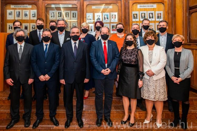 Ők az új főnökök, akik az ország legnagyobb egészségügyi intézményét vezetik