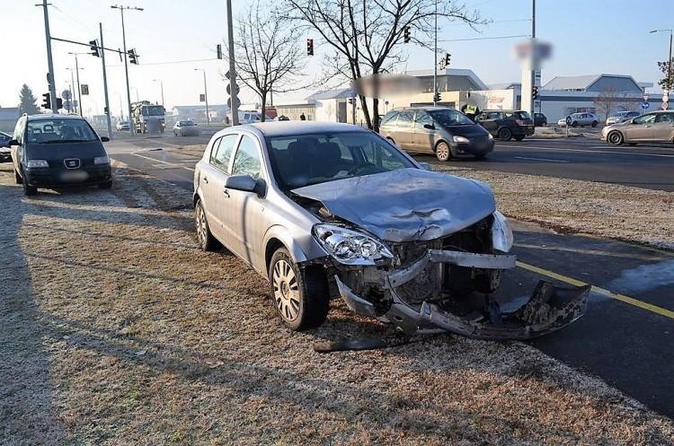 Súlyos balesetet okozott a türelmetlen nő Debrecenben