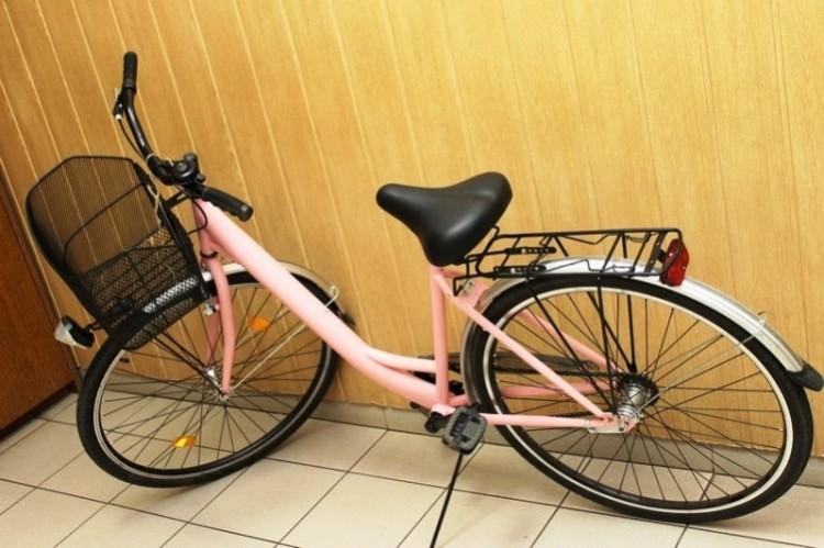 Egy 15 éves hajdúhadházi fiú rózsaszín biciklit lopott Debrecenben