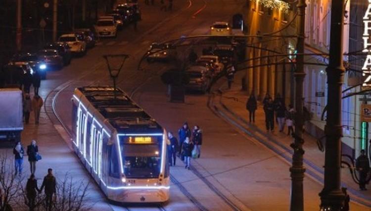 Éjszaka is járnak a villamosok és a trolik Debrecenben, de nem vesznek fel senkit