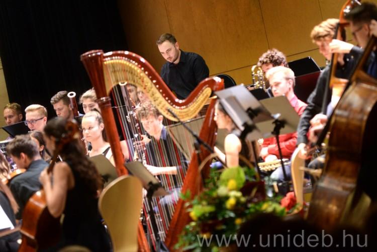 Hiánypótló zeneművészeti tananyagokat készített 17 debreceni oktató