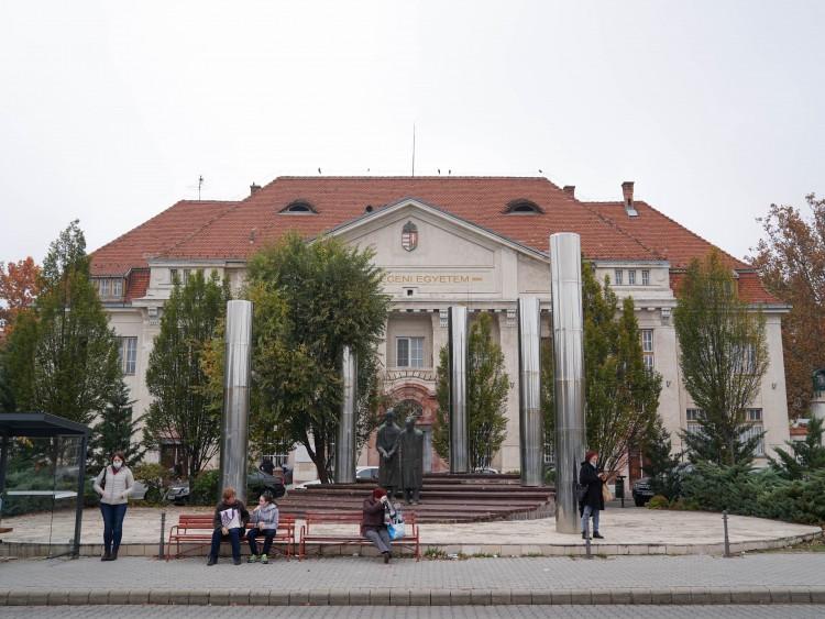 Egyre több a fertőzött, ezért változott a betegellátás rendje Debrecenben