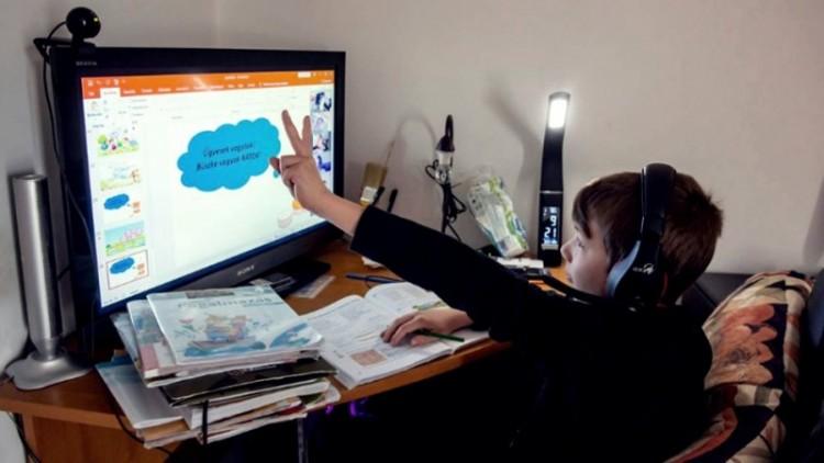 Az alapfokú oktatásban is jár az ingyenes internet