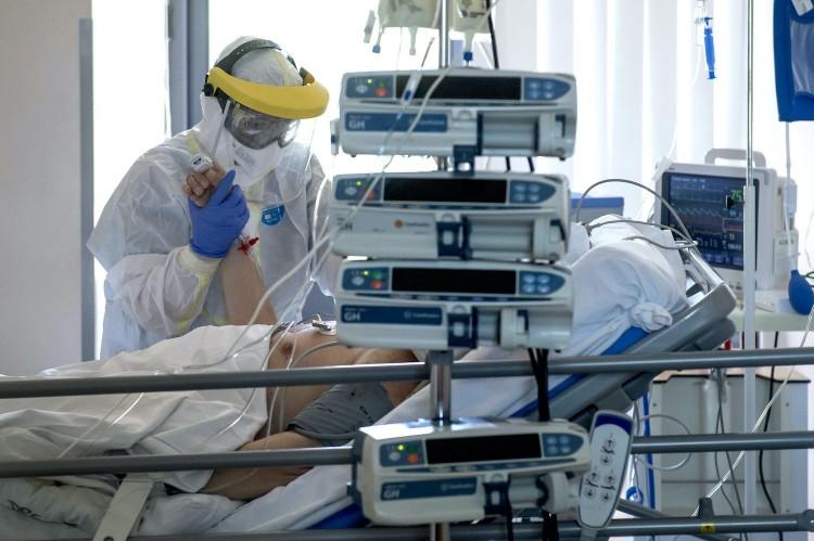 A 10. heti fertőzöttek átlagéletkora 45 év