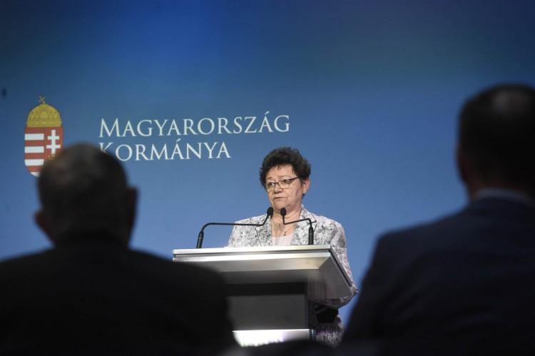 Magyarországon folytatják az AstraZeneca-oltás beadását