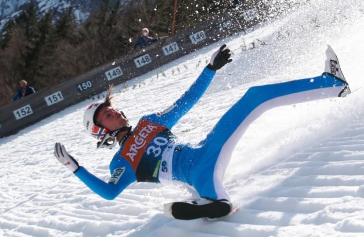 Óriási bukás a planicai sáncon - mesterséges kómában az olimpiai bajnok