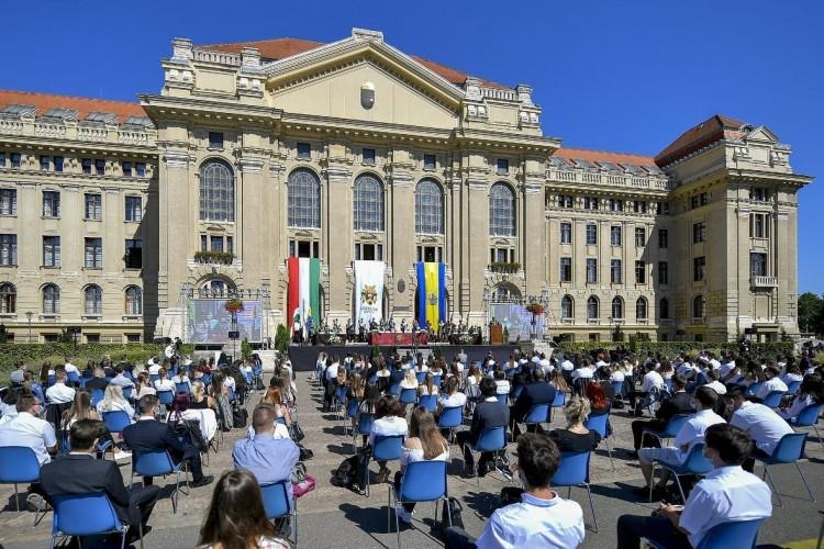 A Debreceni Egyetem alapítványi kézbe kerüléséről is szavaztak