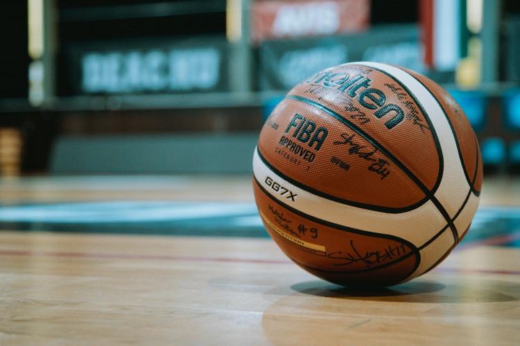 Egy apa nélkül maradt családért fogtak össze a DEAC kosárlabdázói