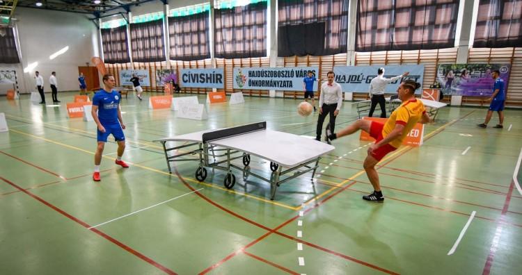 Teqballosok versengenek a hajdúszoboszlói sportházban