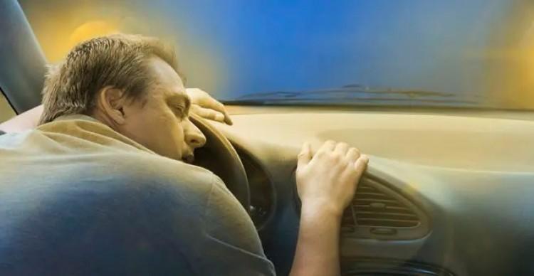 Fülöpi történet: úgy berúgott, hogy a baleset után a kocsijában elaludt