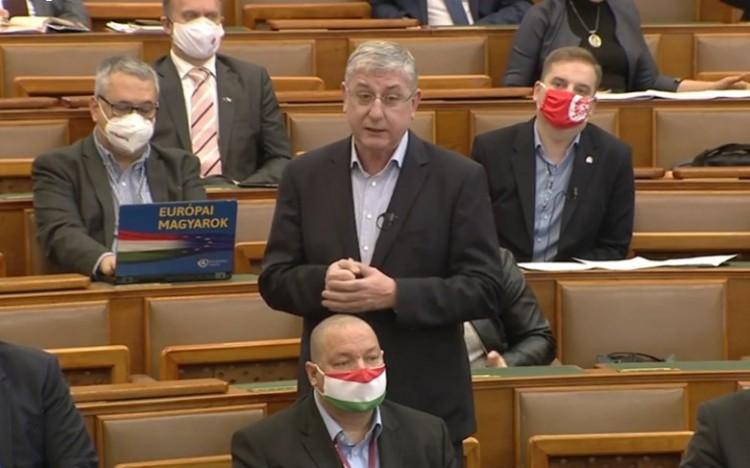 Gyurcsány parlamenti beszédében a börtönviselt apjával példálózott