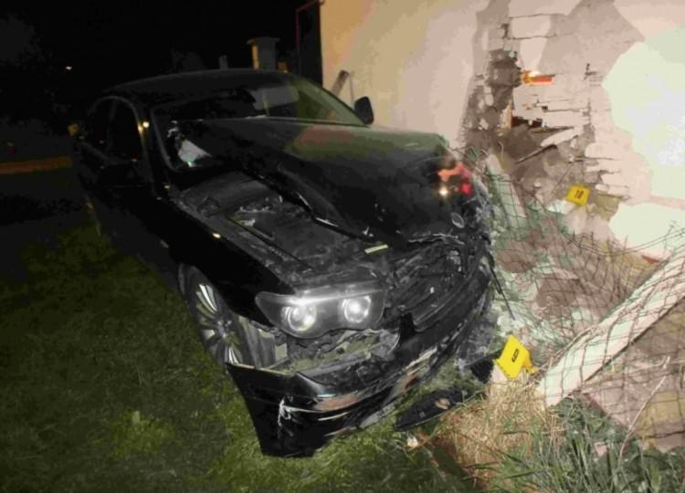 Háznak csapódott egy autó Körösszakálban