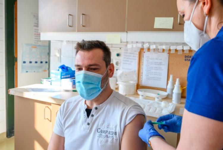 A Szputnyik V az összes mutáció ellen véd - így az orosz tudós