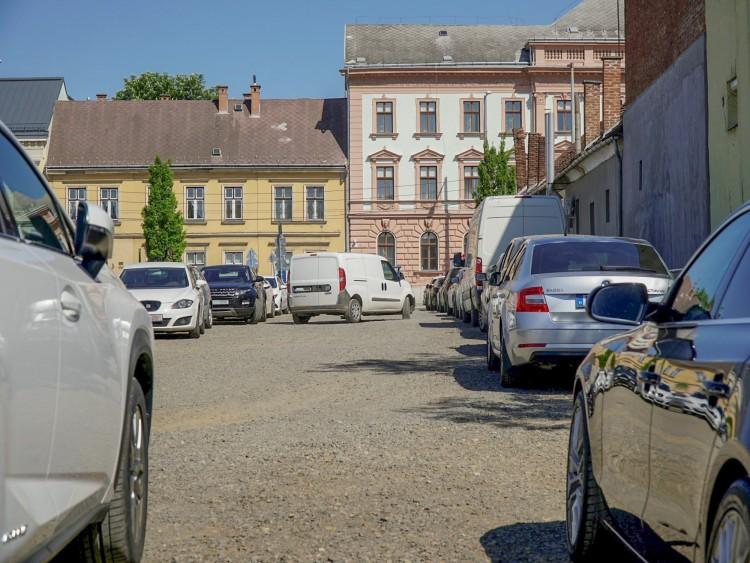 Hamarosan eltörlik az ingyenes parkolást?