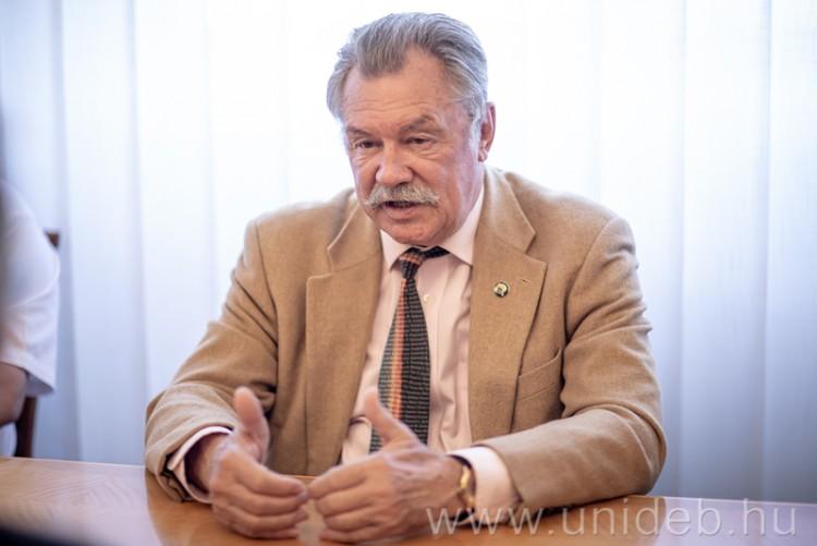 A Debreceni Egyetemre látogatott Farkas Bertalan