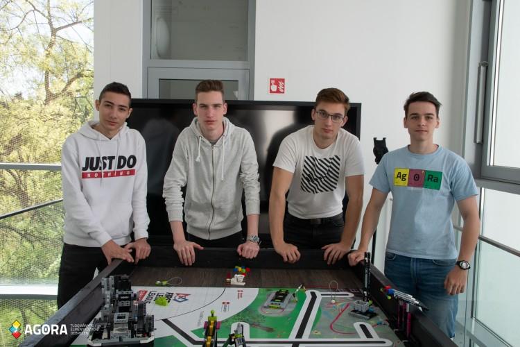 Kelet-Magyarország legjobb robotikás fiataljai Debrecenben