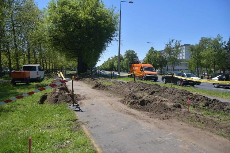 Már építik a Böszörményi úti kanyarodósávot