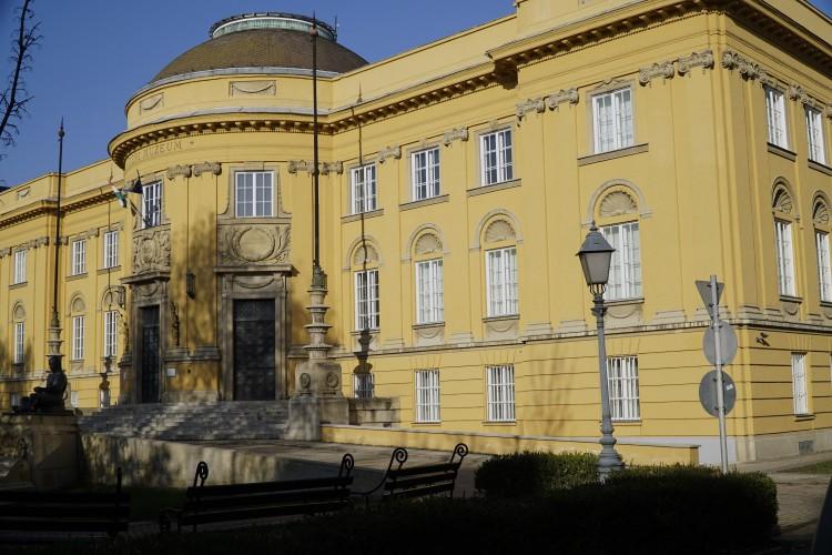 Kinyitott a Déri Múzeum is