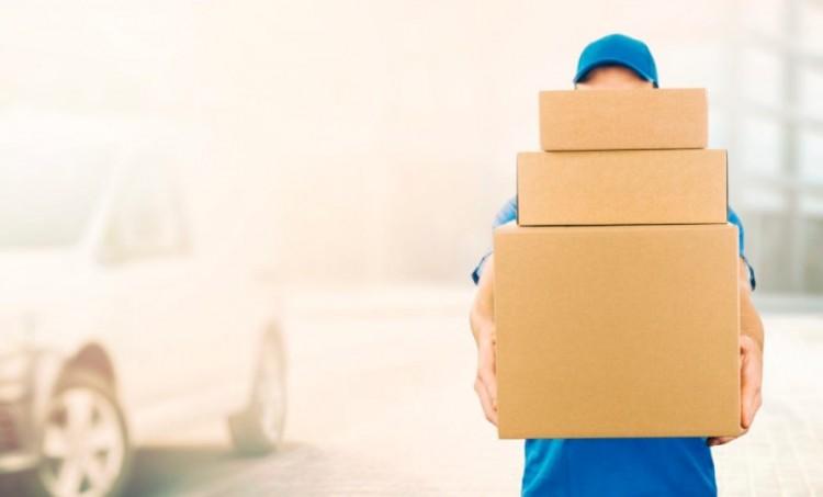 Debreceni futárok szervezetten lopták a csomagokat