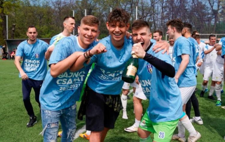 Czeglédi Gyula polgármester is hitet tett a szoboszlói focicsapat mellett