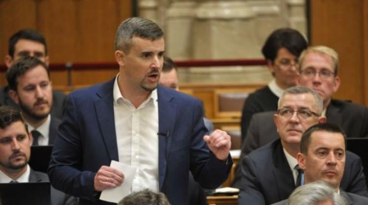 Parlamenti rekord: Jakab Pétert 9.6 millió forintra büntették