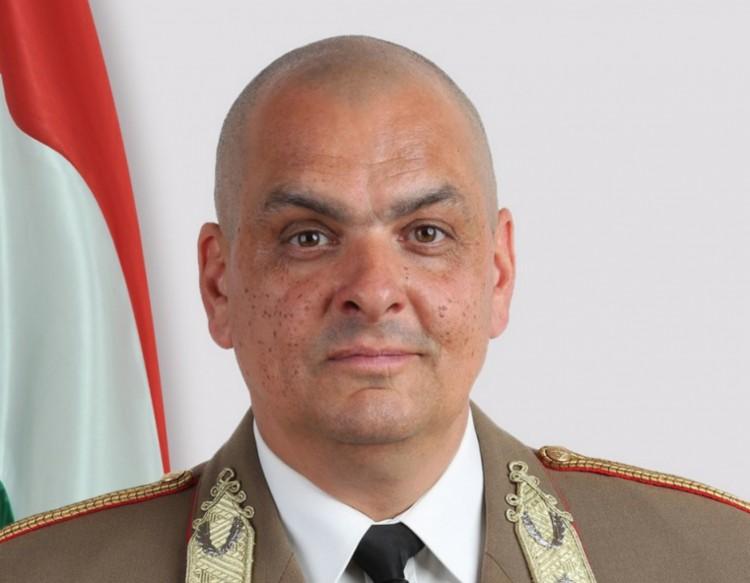 Felmentette Áder a Magyar Honvédség parancsnokát