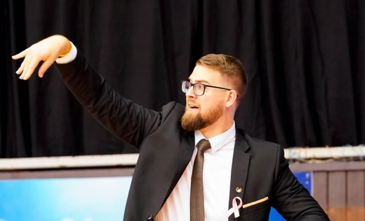 Edzőmenesztés Debrecenben: a szegedi zakó lett Kovács Adrián veszte